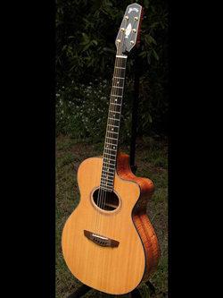 LC_1-humu-Grimes-guitars01